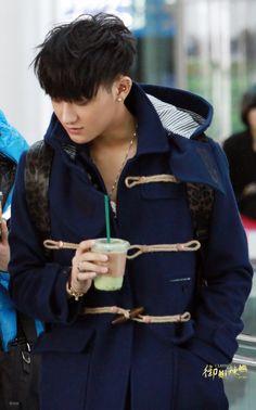 TAO ♡ #EXO M let's drink Starbucks together