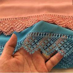 Ces 40 modèles de couture au crochet battent le record des likes! Filet Crochet, Crochet Lace, Embroidery Stitches, Hand Embroidery, Top Fashion, Knit Shoes, Needle Lace, Motif Floral, Lace Making
