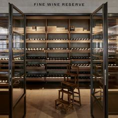 Fine wine and spirits shop Berry Bros. & Rudd uses Dinesen HeartOak in their new shop on Pall Mall St. in London. Pall Mall, Cave A Vin Design, Wine Shop Interior, Berry Bros, Wine Cellar Basement, Home Wine Cellars, Wine Cellar Design, Retail Shelving, Italian Wine