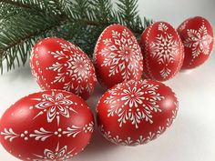Egg Shell Art, Christmas Arts And Crafts, Easter Egg Designs, Ukrainian Easter Eggs, Easter Egg Crafts, Palm Sunday, Dyi Crafts, Egg Art, Easter Celebration