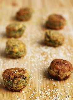 These mini falafel bites can be used as snacks, party appetizers or accompany a delicious mashed potato with salad meal. Check out the recipe below! Cheap Food Processor, Food Processor Uses, Food Processor Recipes, Falafel, Vegan Appetizers, Party Appetizers, Middle East Food, Vegetarian Recipes, Cooking Recipes