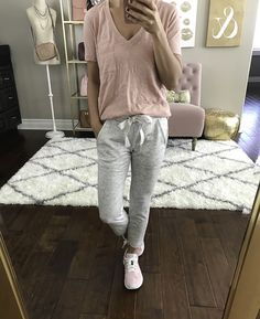 Lou & Gray sweatpants blush tee loungewear errand running outfit 31 Trendy How To Wear Sweatpants Outfits Ideas Sweatpants Outfit Lazy, Joggers Outfit, Grey Joggers, Gray Sweatpants, Sweatpants Style, Lazy Day Outfits, Hipster Outfits, Fall Fashion Outfits, Autumn Outfits