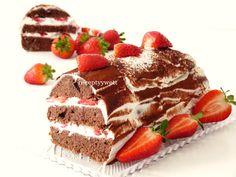 Kakaový koláč s jahodami