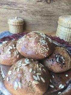 Low Carb Quarkbrötchen ohne Kohlenhydrate mit Chiasamen Leinsamen und Flohsamenschalen Kürbiskerne und Eiweiß