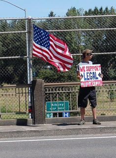 Americans protest at Albany Oregon