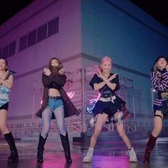 Black Pink Songs, Black Pink Kpop, Kpop Girl Groups, Korean Girl Groups, Kpop Girls, Blackpink Twice, Lisa Blackpink Wallpaper, Disney Princess Pictures, Blackpink Video