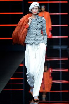 See all the looks from the show Giorgio Armani, Emporio Armani, Donna Fashion, Moda Paris, Fall Trends, Fashion News, Ideias Fashion, Ready To Wear, Fall Winter