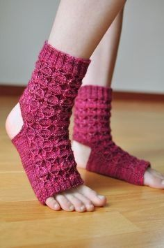 Are you a knitter and a yogi? Have a yogi friend to knit a gift for? We have a feeling you'll love this roundup of 10 yoga socks knitting patterns!  #yogasocks