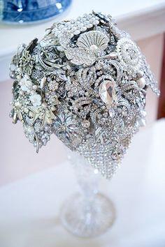 Fabulous Florals: 12 Unique Wedding Bouquets   The SnapKnot Blog   Misty Enright Photography