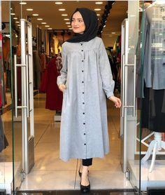 Image may contain: 1 person, standing and indoor Modern Hijab Fashion, Street Hijab Fashion, Abaya Fashion, Suit Fashion, Modest Fashion, Fashion Dresses, Hijab Style Dress, Casual Hijab Outfit, Hijab Chic