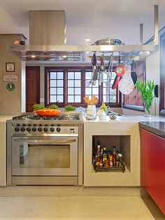 Residência Véu da Noiva | Isabela Bethônico Arquitetura. Cozinha integrada / Casa de campo / Funcionalidade / Cores