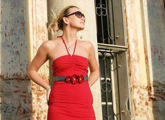 Romantický květinový pásek Pás je vyrobený z ručně poskládaných zatavených lístků saténu červené barvy, pečlivě přišito na kvalitní saténové tmavě šedé stuze. Je to ideální doplněk jednoduchých, romantických šatů, ale netradičně oživí i košili, či sako. Velice krásně doplní i svatební šaty, stejně tak je vhodný na těhotenské focení. Vzadu se ... One Shoulder, Shoulder Dress, Dresses, Fashion, Flower Belt, Romantic Dresses, Cuffs, Marriage Dress, Bridle Dress