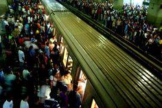 PISTOLA EN MANO! Reportaron atraco masivo en el Metro de Caracas: Desgracias del día a día