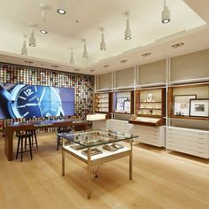 Welcome London! Check out our revamped flagship store on Oxford Street! #Fossil