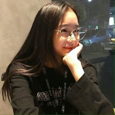 Korean Ulzzang, Korean Girl, Asian Girl, Ootd Poses, Uzzlang Girl, Pretty Asian, Girls With Glasses, Tumblr Girls, Cute Girls