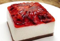 The Jello Mold Mistress of Brooklyn, Cheesecake Cupcakes, preserve topped cheesecake. Jello Recipes, Köstliche Desserts, Cheesecake Recipes, Dessert Recipes, Jello Cheesecake, Dessert Healthy, Strawberry Cheesecake, Strawberry Recipes, Strawberry Summer