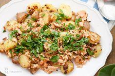 Vergesst Bratkartoffeln mit Speck! Geräucherter Lachs bringt diese Bratkartoffeln auf ein ganz neues Niveau. Das ist nicht nur gesünder, sondern schmeckt unglaublich gut. Schon der Duft von gebrate…