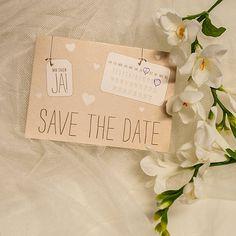 Save-the-Date Karte im Kraftpapierlook
