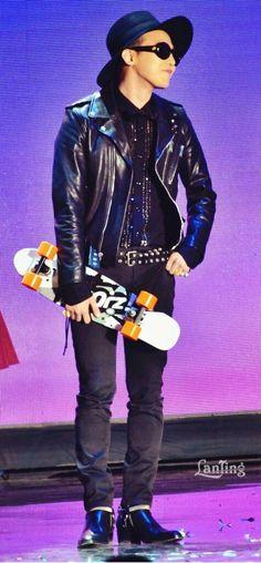 """G-Dragon (Kwon Ji Yong ) ♡ #BIGBANG at """"Young Choice Awards"""" in Beijing 131120"""