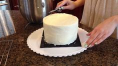 HOW TO FROST A CAKE WITH A PAPER TOWEL the right link