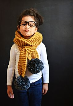 Knitted Pom Pom Scarf Tutorial, love a quick Knitting project. Fall Knitting Patterns, Knitting For Kids, Free Knitting, Baby Knitting, Diy Knitting Scarf, Quick Knitting Projects, Crochet Patterns, Vogue Knitting, Knitting Machine
