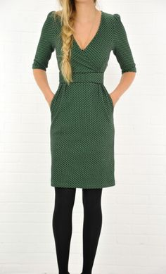 simple v-neck half sleeve dress. very cute for fall.