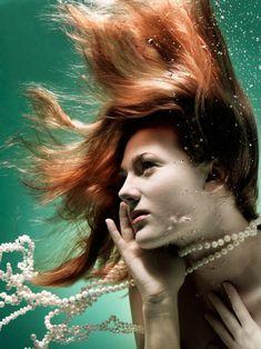 hair underwater is so cool looking