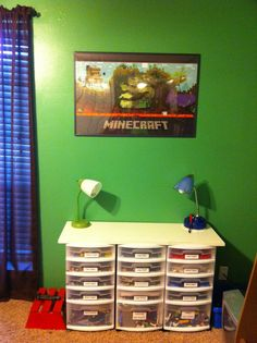 Minecraft room pic 4 with Lego creation station Minecraft Bedroom Decor, Minecraft Room, Minecraft Ideas, Boys Room Decor, Boy Room, Kids Room, Minecraft Posters, Sibling Room, Lego Creations