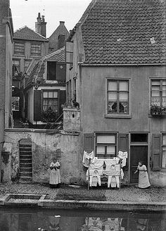 Twijnstraat aan de Werf - De Rondpoort 1929. Diende voor de af- en aanvoer van goederen uit de schepen aan de Oudegracht