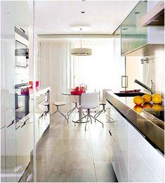 Фото из статьи: Как спланировать узкую кухню: идеи, планировки, советы дизайнеров