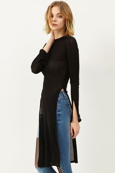 Cho Side Slit Top Discover the latest fashion trends online at storets.com #slittop #sideslittop #blacktop
