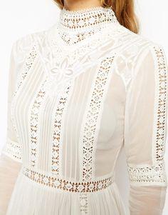 Изображение 3 из Короткое приталенное платье в стиле кроше с высоким воротом ASOS Premium