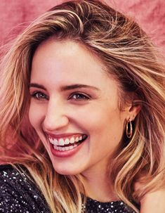 Actress Dianna Agron shines on the January 2018 cover of Harper's Bazaar Malaysia. Photographed by Rachell Smith, the blonde shines in a sequin-embellished Beautiful Smile, Beautiful Women, Beautiful People, Diana Argon, Quinn Fabray, Blonde Hair Girl, Bleach Blonde, Victoria Secret Fashion Show, Iconic Women