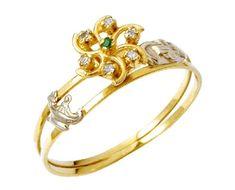 Anel de formatura medicina em ouro 18k 750 com 6 diamantes de 1 ponto cada e 1 pedra esmeralda natural central. Peso: 3 gramas