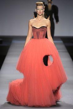 What a unique dress! ^^