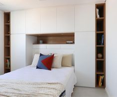 Built In Cupboards Bedroom, Bedroom Bookcase, Bedroom Cabinets, Bedroom Wardrobe, Bedroom Loft, Bedroom Decor, Condo Interior, Home Interior Design, Space Saving Furniture