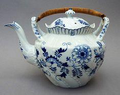 Louis Regout - Antique chocolate pot - Blue Onion