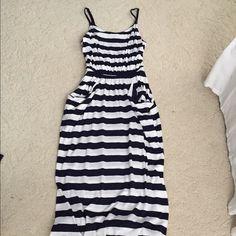 Navy blue and white maxi dress Has pockets! Old Navy Dresses Maxi