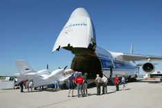 Loading a BE-103 aircraft into an An-124 freighter
