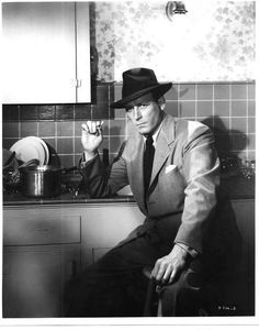 Nascido para Matar / Lawrence Tierney in Born to Kill Gangster Films, Mafia Gangster, Lawrence Tierney, Film Noir Photography, Bogart And Bacall, Crime Film, Guys And Dolls, Tough Guy, Full Metal Jacket
