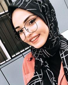 [ hijab simple Image may contain: 1 person, closeup. Stylish Hijab, Modern Hijab, Hijab Chic, Stylish Girl, Hijab Style Dress, Modest Fashion Hijab, Muslim Fashion, Hijabi Girl, Girl Hijab