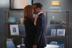 Suits' Harvey and Donna Kiss in Season 7 Episode 10 - Sarah Rafferty Interview ~Cover Art Inspiration, Office Romance Harvey And Donna Kiss, Suits Harvey And Donna, Donna Suits, Suits Rachel, Serie Suits, Suits Series, Suits Tv Shows, Suits Show, Sarah Rafferty