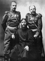 Grigori Raspoutine — Raspoutine, le major-général Mikhaïl Poutiatine et le colonel Dmitri Loman. Photo de Karl Bulla, vers 1904-1905.