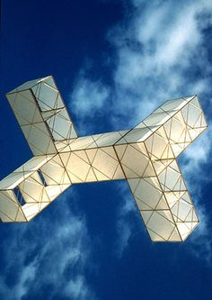 One of the incredible box kites designed by José María Yturralde. T.P. (my-best-kite.com)