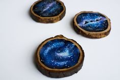 Acrylic galaxy paintings on little wood slices.they even still have bark around the edges, how cool! Watercolor Galaxy, Galaxy Painting, Galaxy Art, Painted Signs, Painted Rocks, Wooden Painting, Rock Painting, Nature Paintings, Canvas Paintings