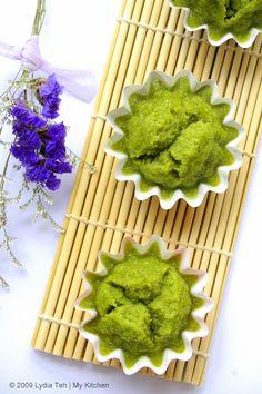 Matcha Steamed Cake Green Tea Recipes, Raw Food Recipes, Sweet Recipes, Cake Recipes, Green Tea Cupcakes, Green Tea Dessert, Matcha Cake, Matcha Cupcakes, Green Tea Ice Cream