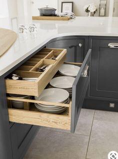 32 Clever Kitchen Storage Ideas For The New Kitchen Home Decor Kitchen, Interior Design Kitchen, New Kitchen, Home Kitchens, Kitchen Designs, Kitchen Hacks, Kitchen Layout, Kitchen Counters, Kitchen Backsplash