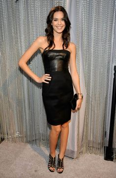 A little thin at times, but always a great smile! Vs Models, Female Models, Odette Annable, Female Actresses, Some Girls, Celebs, Celebrities, Dark Hair, Strapless Dress