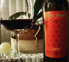 Esse vinho veio no Clube @grandcruvinhos com a promessa de ser um vinho pontuado. Redondo, encorpado. Aromático, charma a atenção na taça. Excelente companhia para uma pizza   Conheça www.vivaovinho.com.br #vinho #vivaovinho #winelovers #dicasdevinhos #wine #winetasting #vinicola #winery #adega #degustação #winetips