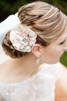 Pretty piece-y  Photography by ellenitoumpas.com.au, Floral Design by florabundaflowers.com.au